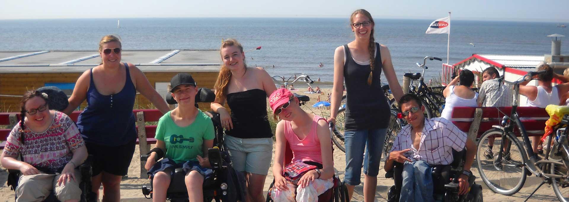 Reisen für Behinderte - Jugendliche mit Rollstuhl auf Texel